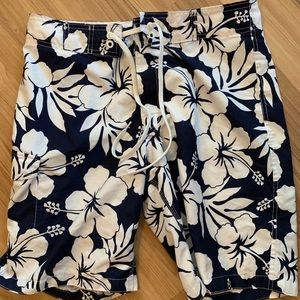 Men's size medium board shorts by Old Navy